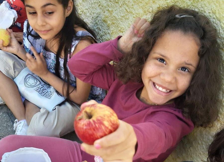 """APCOI reabre inscrições para o projeto """"Heróis da Fruta"""" que já chegou a mais de 500 mil alunos"""