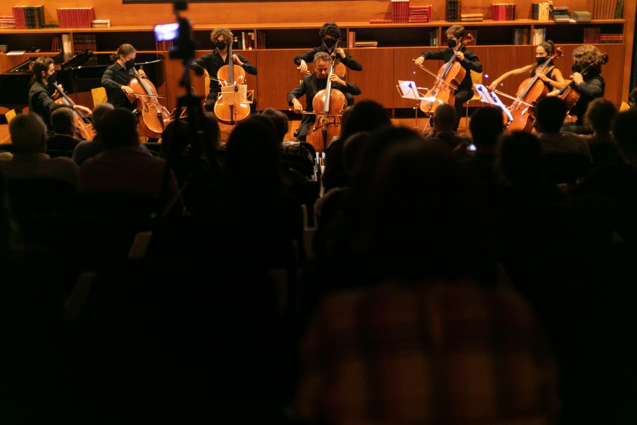 Biblioteca Municipal foi palco de concerto em memória das vítimas da pandemia
