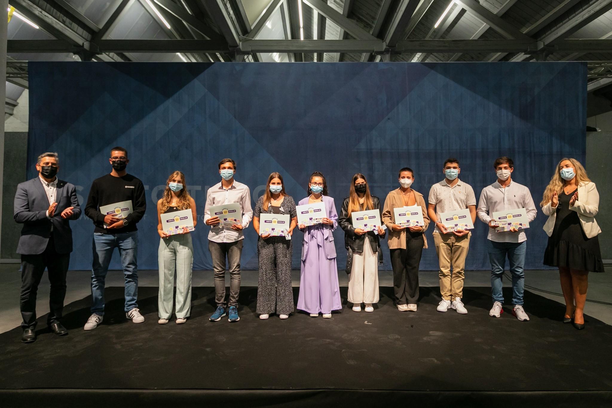 Alunos de Santo Tirso receberam prémios de mérito escolar