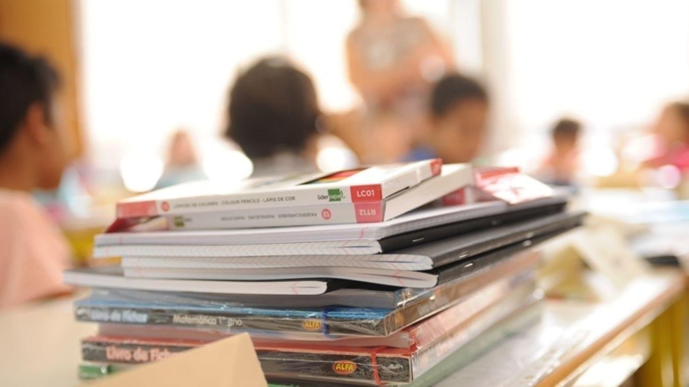 Manuais escolares para ensino privado